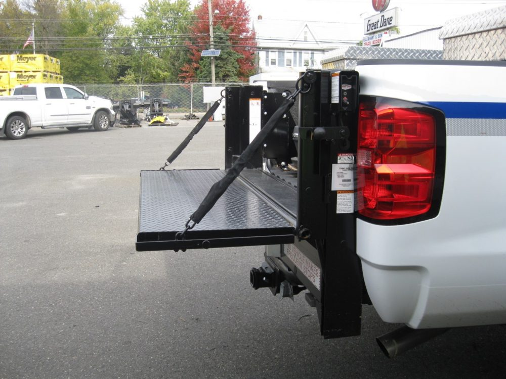 Side view of liftgate on back of utility truck