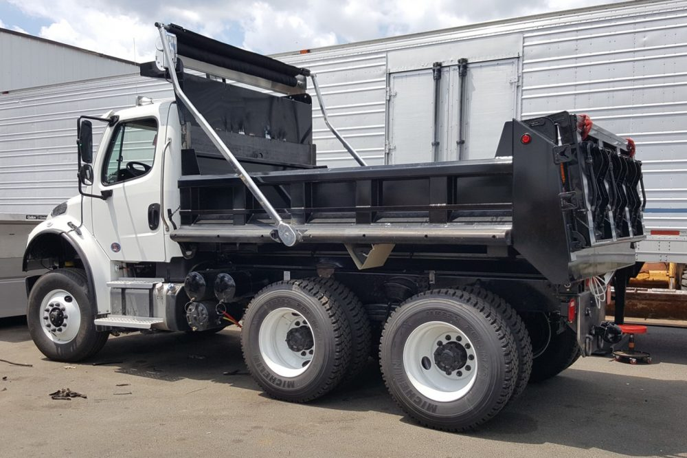 Side view of 10-wheeled truck